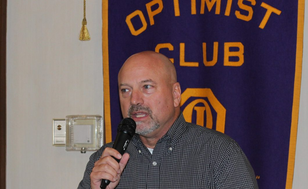Noon Meeting News – Larry Hansgen Speaks to Club – October 11, 2016